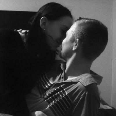 ஜ  Depuis notre rencontre , j'ai fait une croix sur les autres Car je suis si bien avec toi . Ma vie est tellement plus belle , Depuis que l'on est ensemble Je ne suis plus la même femme Car je voulais changer pour toi. Tu es la plus belle chose qui ne m'est Jamais arriver . Toi et moi c'est tout Le reste on s'en fout du moment qu'on s'aime. ஜ❤