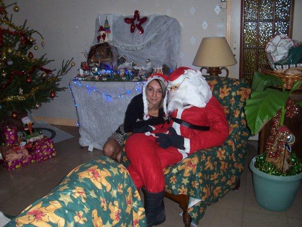 Le père Noel avec sa Maman lol