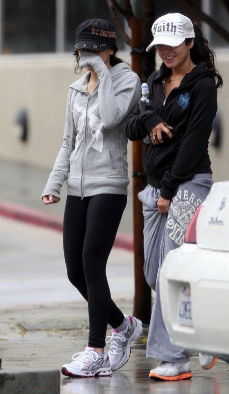 Vanessa && sa soeur stela aprés avoir finit leur jogging ..