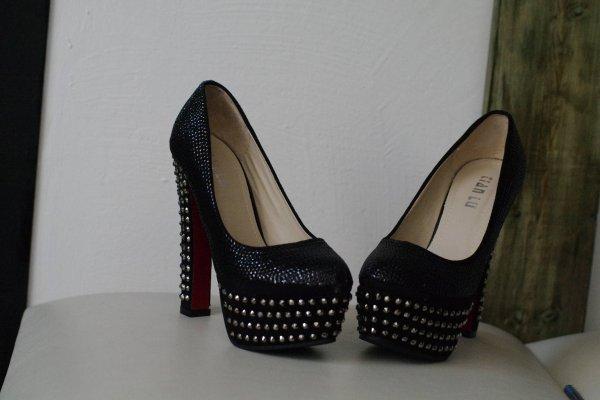 Chaussure a talon Style Louboutin