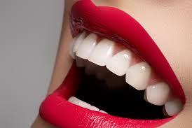 Avoir des dents blanches en 3 minutes :