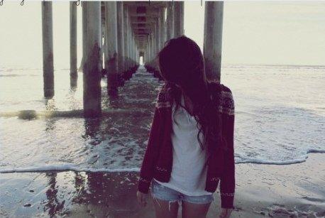 Son absence a envahi tout mon horizon, comme si on avait percé un trou béant dans ma poitrine.