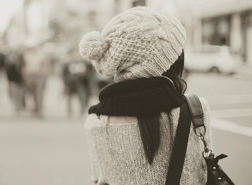 La fille solitaire vient d'apprendre que trois mots, sept lettres, ne signifient rien quand personne ne veut les entendre.