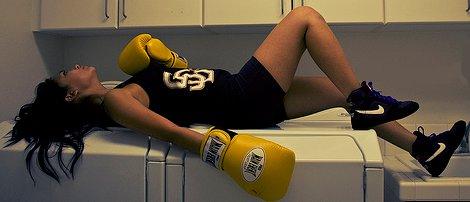 Parce que la vie c'est comme la boxe, il y a des coups que tu encaisses et d'autres qui te blessent.