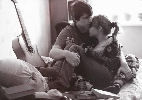 Deux semaines voici le temps qu'il m'a fallu pour tomber amoureuse de toi. Nous allons être séparés pendant un an, mais qu'est ce qu'une séparation de un an après ces moments passés dans tes bras.