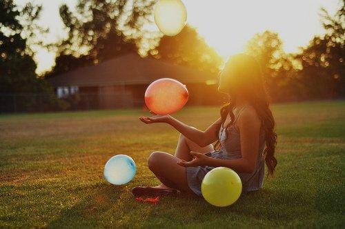 La solitude ne vient pas de l'absence de gens autour de nous, mais de notre incapacité à communiquer les choses qui nous semblent importantes.