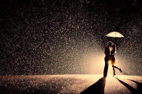 Parfois le silence dit des choses qu'aucun mot ne saurait définir. C'est la magie de l'instant. De l'atmosphère.