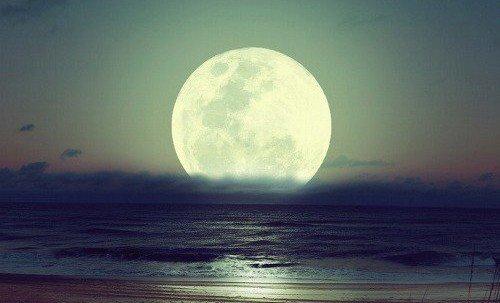 C''est la nuit qu''il est beau de croire à la lumière.
