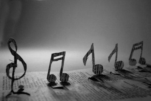 Nous nous cachons dans la musique afin de nous dévoiler.
