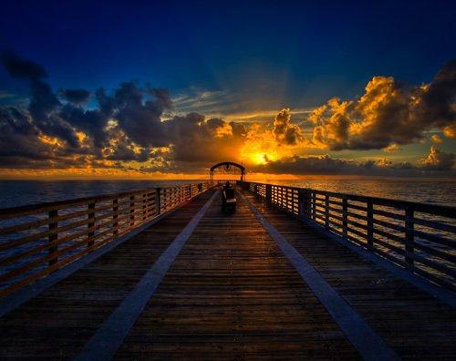 L'heure la plus sombre est celle qui vient juste avant le lever du soleil.