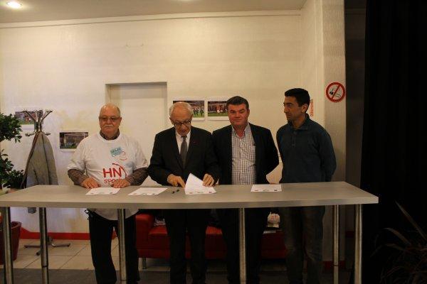 Signature de la convention entre l'Association Sportive de Football Challenge Pierre-Vas - Ville de Rouen - F.C.Rouen ASSO