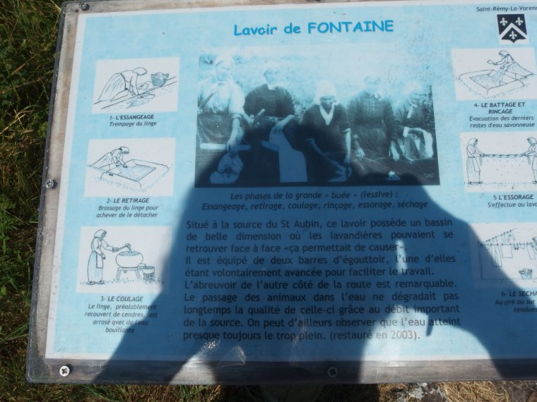 PROMENADE DU JOUR SOUS LE SOLEIL  LE LAVOIR DE FONTAINE A LA ROCHE
