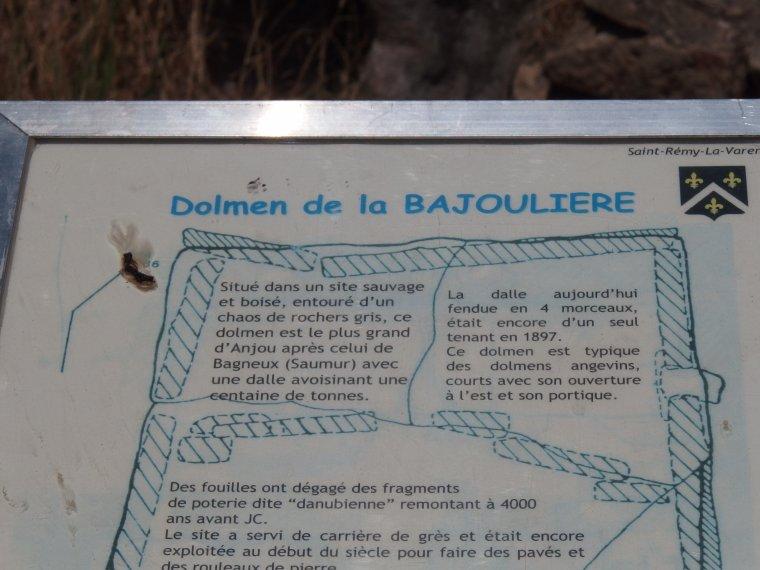 LE DOLMEN DE LA BAJOULIERE SUR LES HAUTS DE COTEAUX