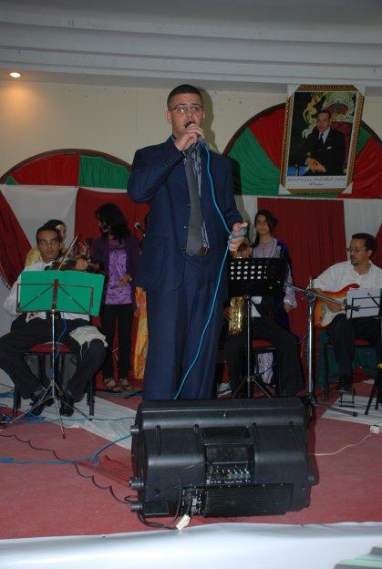 يونس بادي يغني في اليوم الوطني للموسيقى بمدينة العيون  2011/05/05/