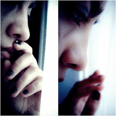 « Ne reste jamais seule. Parce que si tu es Seule Tu Penses , Si tu Penses , Tu te Souviens , Si tu te Souviens , Tu Pleures Et si tu Pleures C'est que Tu L'aimes encore .. »