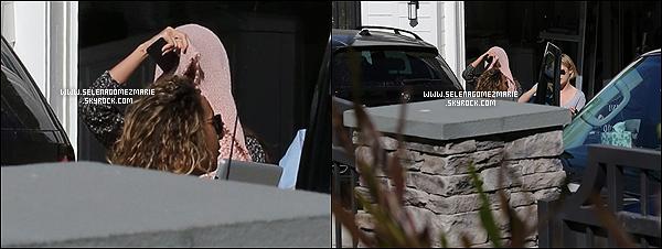 . 08/11/13 - Selena Gomez quittant sa résidence pour se rendre à son concert, à San Diego.  .