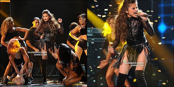 . 14/11/13 - La miss Gomez à performé à X Factor USA le titre Slow Down. .