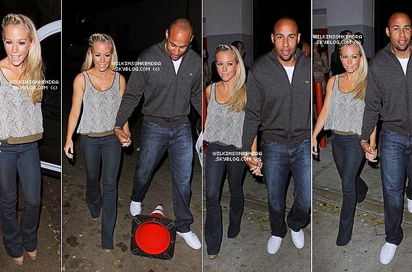 ________ __ Candid - Kendra & Hank se sont rendu a l'anniversaire de Perez Hilton dans Hollywood ,le 24 mars.  Que pensez-vous de sa tenue ?   _______