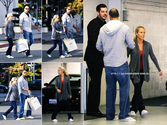 "_______  Candid - Kendra & Hank on étaient vu faire du Shopping ce 20 janvier 2012 .  Ils étaient a Beverly Hills a "" Neiman Marcus""      _______"