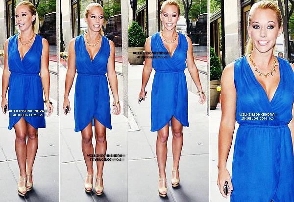 """____ . Candid -  Kendra au Studio de NBC, pour promouvoir """" Kendra On Top """" le 5 Juin, a New York.  _______"""