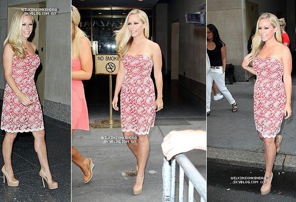 """____ . Candid --  Dans la journée du 10 juillet Kendra a était vu sortant des studio de  """" Today Show """" a New York.  _______"""