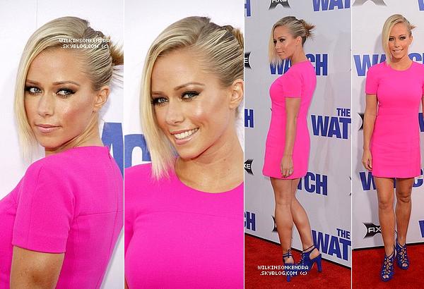 """____ . Candid --  Kendra c'est rendu seule le 23 juillet a la première de """"The Watch"""" a Hollywood.  _______"""