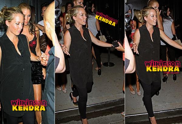 ____ ___. Candid ---  Kendra a était vu dans la nuit du 6 au 7 aout a la sortie d'un club dans Hollywood! _______