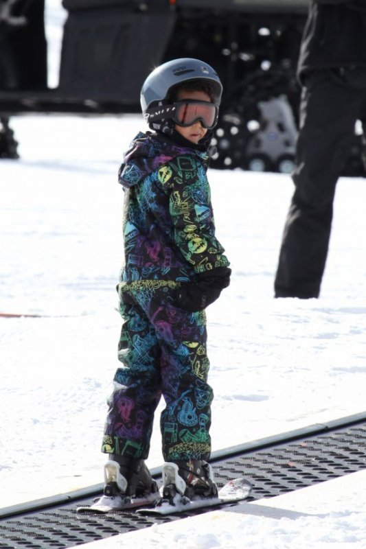 Proud parents Heidi Klum and Seal watched on today as their kids Leni, Henry and Johan showed off their skills on the slopes at Buttermilk Mountain in Aspen, Colorado (December 26)