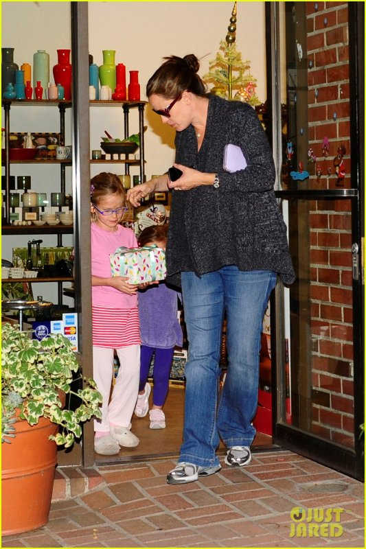 Jennifer Garner and husband Ben Affleck do some last minute Christmas Eve shopping at Limonaia on Saturday (December 24) in Santa Monica, Calif