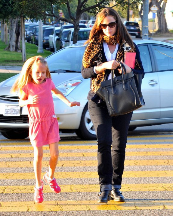 Five-year-old Violet Affleck seemed in great spirits yesterday as she headed out with her mom Jennifer Garner, who is expecting baby #3 in the new year, in Santa Monica, California (December 27)