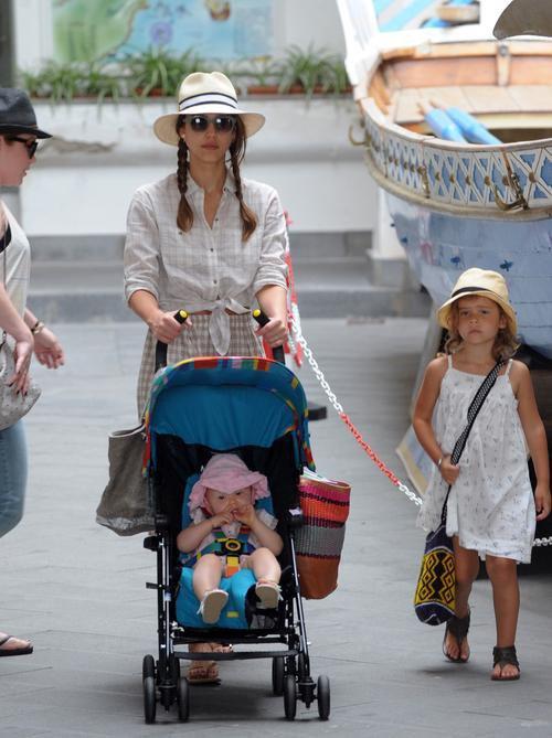 Jessica Alba Italian Getaway With The Girls