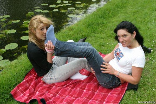 deux amies dans un parc (suite)