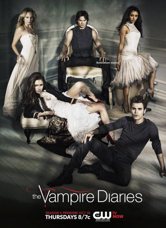 Découvrez une nouvelle affiche promotionnelle TVD pour la saison 5. Comme vous pouvez le voir cette affiche a été faite avec le shooting de la saison précédente.