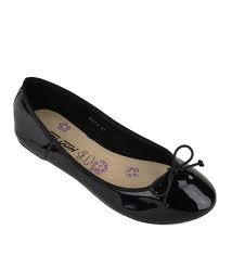 petite chausures noires avec noeux au devant