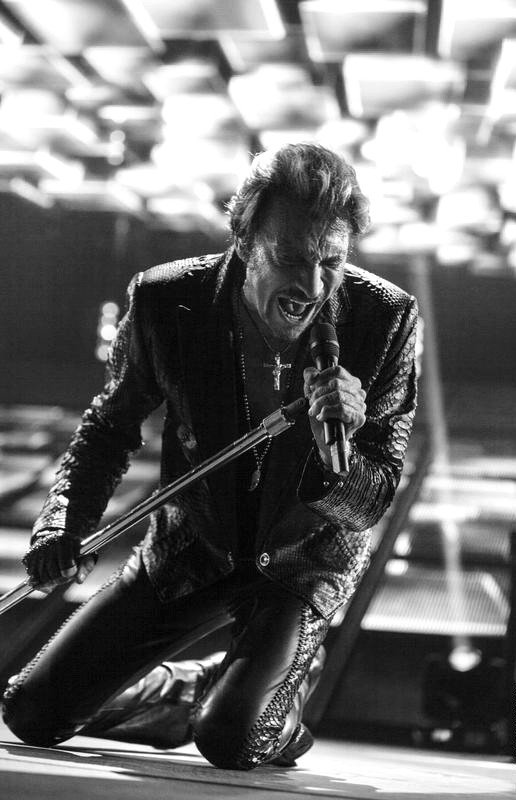 Johnny Hallyday est mort, c'est fini. Johnny est mort...