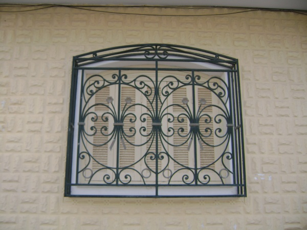 Fen tre 19 blog de grilles fenetres for Design fer forge fenetre