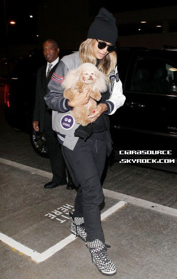 CANDIDS: 14/10/2013 Ciara arrive à l'aéroport de Los Angeles Ciara at LAX