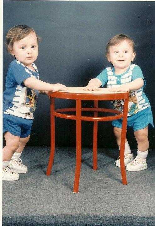 euuh je suis a droite :) j'avais 3 ans ou ptet moins je sais pas  :p