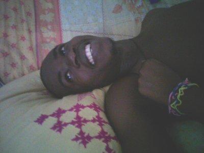 [..Un sourire de luiii et ma vie rayonne comme jamais .. ]
