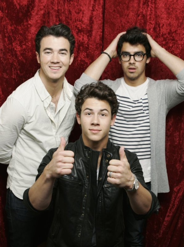 PLEASE WELCOME TO THE JONAS BROTHERS ! ! ! ! !