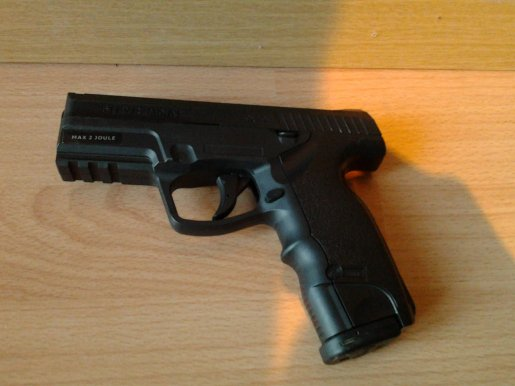 ma réplique d'airsoft un STEYR M9-A1(gun)