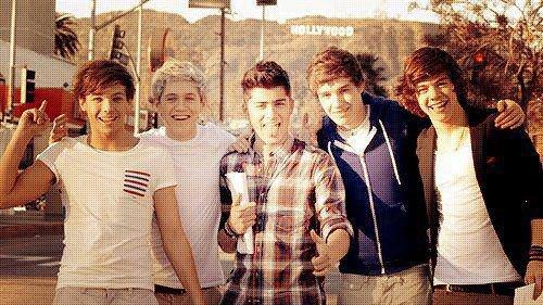 Harry: Quand j'ai été enfermé dans la salle de bain , j'ai envoyé un message a Louis et Zayn disant «sexy boy en difficulté»