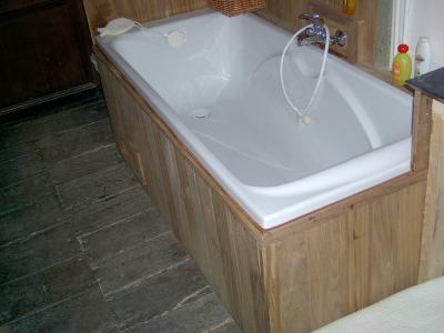 habillage en teck d 39 une baignoire menuiserie mauhin weyenberg. Black Bedroom Furniture Sets. Home Design Ideas