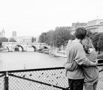 « Je fais comme tu veux, je gomme tout ce que tu n'aimes pas, je fais tour à tour l'amie et l'amour. Je donne, je pardonne, je faiblis et tu fais de moi tout et n'importe quoi.. »