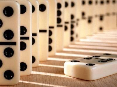 « Nous sommes comme des dominos. Je tombe pour toi et toi tu tombes pour quelqu'un d'autre. »