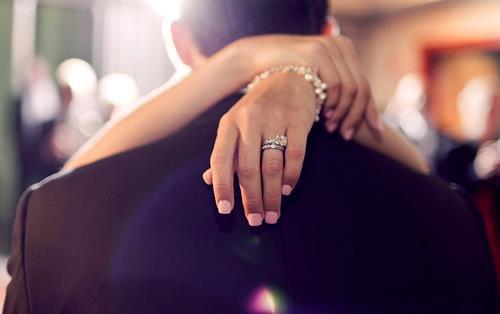 Mariée à mes principes, Mariées à mes vices mais pas mariées à un sale type .