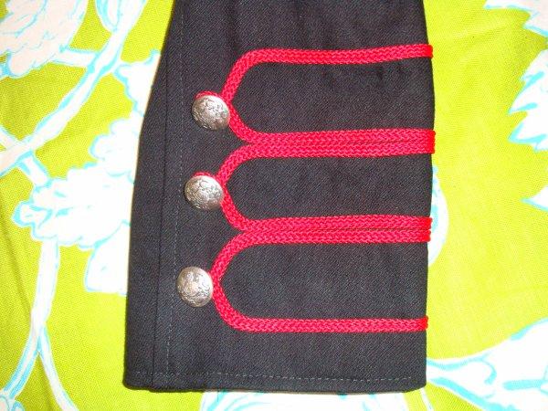 Veste Officier Rouge et Noire style Gothique/Victorien/Steampunk (détails)