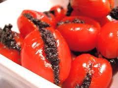 Tomates cerises en rouge et noir