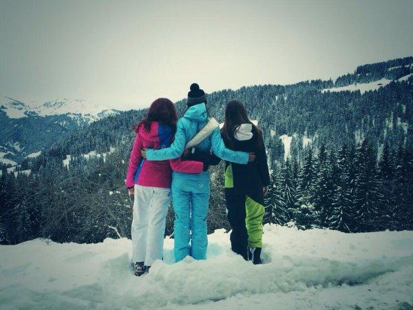 Flora, Marine et Delphine font du ski !