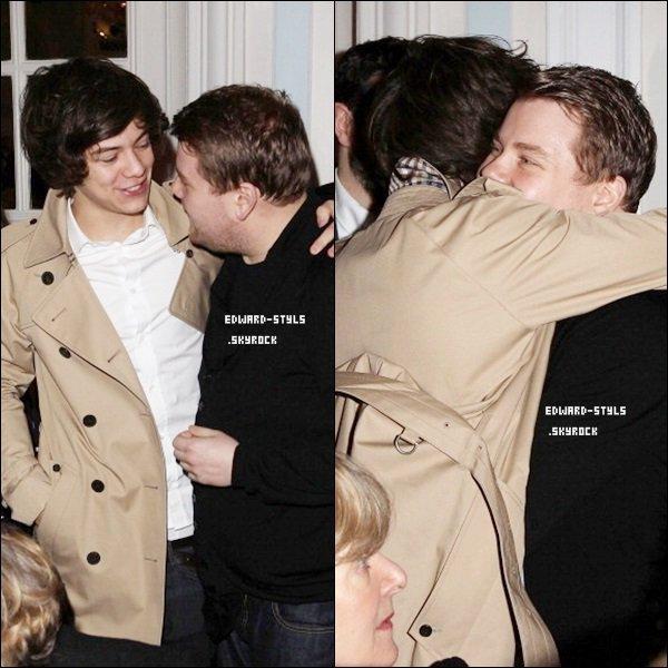►FLASHBACK //  18/02/12 : Harry au défilé « Aquascutum » à Londres.